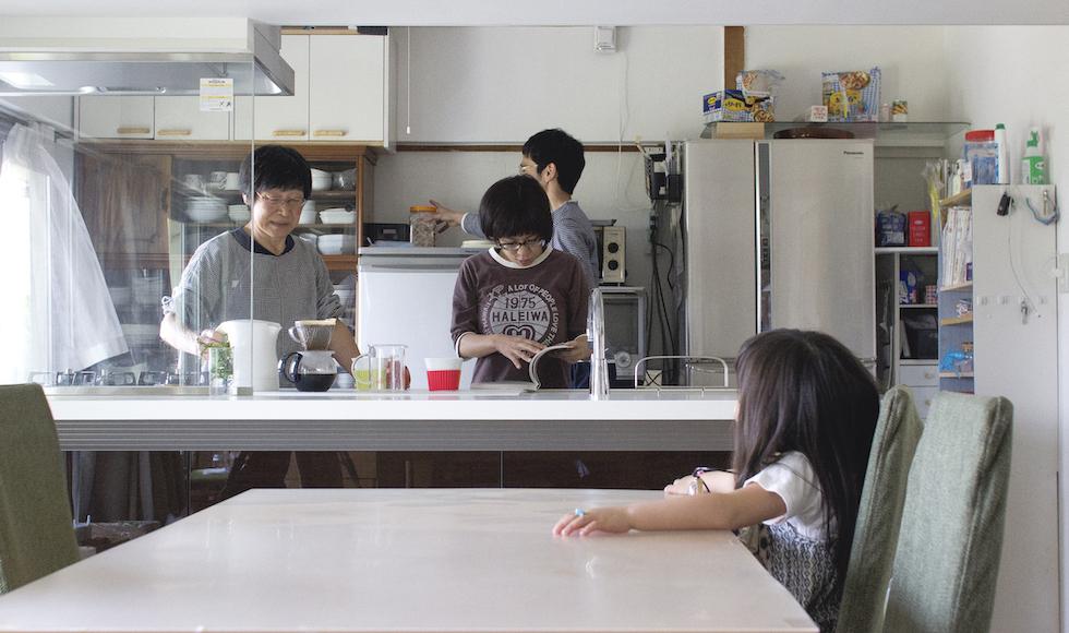 親と娘で同じ団地内に住む。3つの家を使った二世帯ライフ